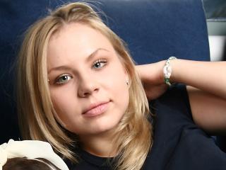 Sexy profile pic of AliciaSaint