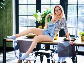 AlisaKorn模特的性感個人頭像,邀請您觀看熱辣勁爆的實時攝像表演!