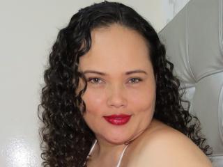 JadeSexy模特的性感個人頭像,邀請您觀看熱辣勁爆的實時攝像表演!