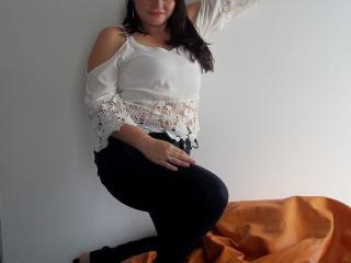 LatinAlizee模特的性感個人頭像,邀請您觀看熱辣勁爆的實時攝像表演!