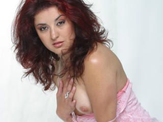 Picture of the sexy profile of LovelyAlexia, for a very hot webcam live show !