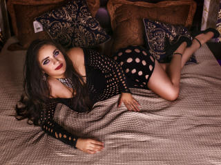 SaavianaTS模特的性感個人頭像,邀請您觀看熱辣勁爆的實時攝像表演!