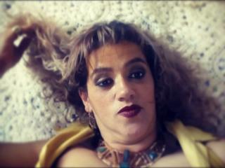 Photo de profil sexy du modèle SilvanaTits, pour un live show webcam très hot !