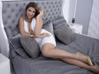 Picture of the sexy profile of SweetChiara, for a very hot webcam live show !