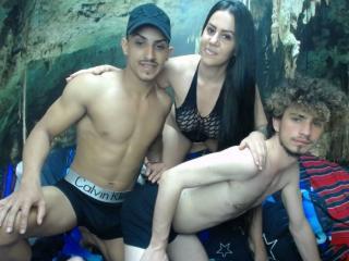 TrioBisexLovers模特的性感個人頭像,邀請您觀看熱辣勁爆的實時攝像表演!