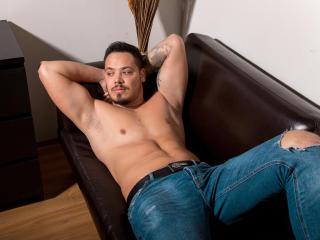 ZackConnorsX模特的性感個人頭像,邀請您觀看熱辣勁爆的實時攝像表演!