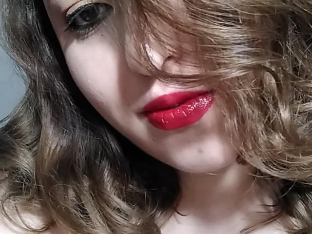 SexyXCaty模特的性感個人頭像,邀請您觀看熱辣勁爆的實時攝像表演!