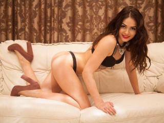 HotEmilia - 在XloveCam?欣赏性爱视频和热辣性感表演