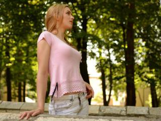 AnielleRouge - 在XloveCam?欣賞性愛視頻和熱辣性感表演