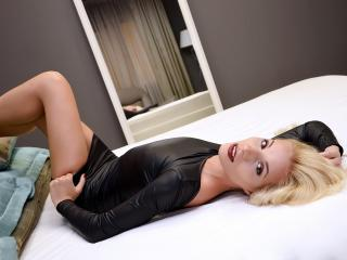 CarolineKey - 在XloveCam?欣赏性爱视频和热辣性感表演