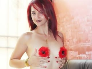 ValleryHott - 在XloveCam?欣赏性爱视频和热辣性感表演