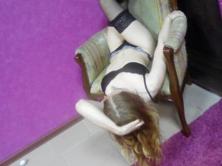 LoraLime - 在XloveCam?欣赏性爱视频和热辣性感表演