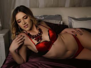 TiffanyLowe - 在XloveCam?欣赏性爱视频和热辣性感表演