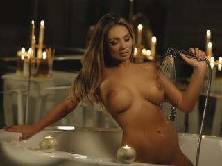 AmandaBarnett - 在XloveCam?欣赏性爱视频和热辣性感表演