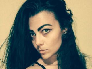Sexy profile pic of AlexiaRuiz
