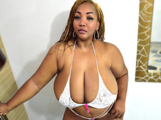 TastyHugexBoobs striptease sex