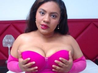 Foto van het sexy profiel van model AdriJohnson, voor een zeer geile live webcam show!