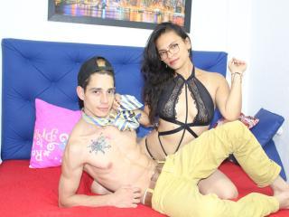Hình ảnh đại diện sexy của người mẫu AkiraAndBrayan để phục vụ một show webcam trực tuyến vô cùng nóng bỏng!