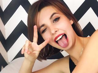 Model AkiraHoot'in seksi profil resmi, çok ateşli bir canlı webcam yayını sizi bekliyor!