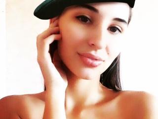 Model AllieFame'in seksi profil resmi, çok ateşli bir canlı webcam yayını sizi bekliyor!
