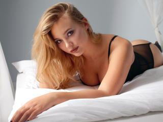 Фото секси-профайла модели AngelaBrendi, веб-камера которой снимает очень горячие шоу в режиме реального времени!