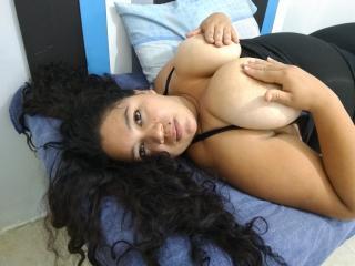 Model BonnieAngell'in seksi profil resmi, çok ateşli bir canlı webcam yayını sizi bekliyor!