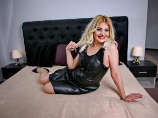 Hình ảnh đại diện sexy của người mẫu BrielleBaxter để phục vụ một show webcam trực tuyến vô cùng nóng bỏng!