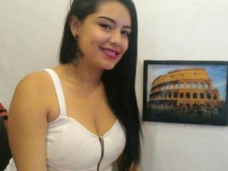 Foto de perfil sexy de la modelo BrunetteSweett69, ¡disfruta de un show webcam muy caliente!