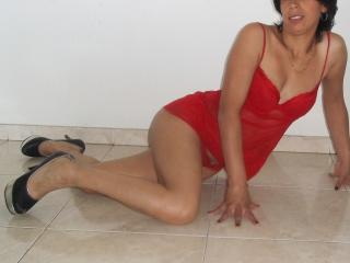 Picture of the sexy profile of CamilineSexy, for a very hot webcam live show !