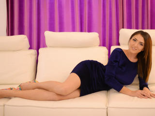 Photo de profil sexy du modèle ChryssaHelene, pour un live show webcam très hot !