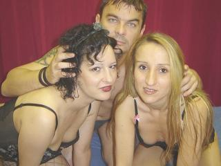 CougarTalesTrio模特的性感个人头像,邀请您观看热辣劲爆的实时摄像表演!