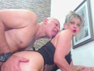 Foto de perfil sexy de la modelo CoupleMature, ¡disfruta de un show webcam muy caliente!