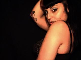 Model Curvink'in seksi profil resmi, çok ateşli bir canlı webcam yayını sizi bekliyor!
