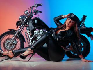 Hình ảnh đại diện sexy của người mẫu DashingFoxyX để phục vụ một show webcam trực tuyến vô cùng nóng bỏng!