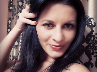 超ホットなウェブカムライブショーのためのチャットレディ、EmanuelleBeeのセクシープロフィール写真