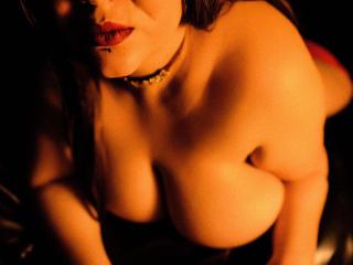Hình ảnh đại diện sexy của người mẫu EmmaMelonie để phục vụ một show webcam trực tuyến vô cùng nóng bỏng!