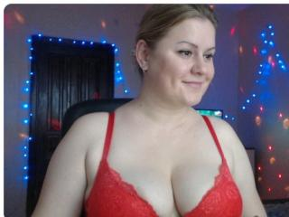 Picture of the sexy profile of EyesCrystall69, for a very hot webcam live show !