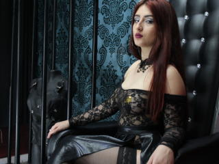 Poza sexy de profil a modelului FreyjaHorn, pentru un intens show webcam live !