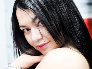 Photo de profil sexy du modèle GiaWhite, pour un live show webcam très hot !