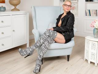 Model HairyPussyShow'in seksi profil resmi, çok ateşli bir canlı webcam yayını sizi bekliyor!