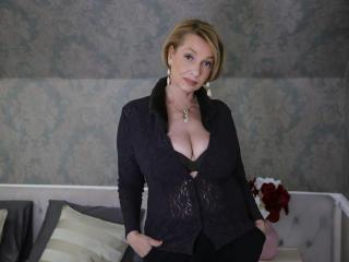 Foto de perfil sexy da modelo HotBlondeLadyX, para um live show muito quente!