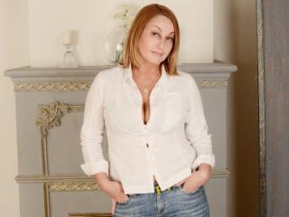 Hình ảnh đại diện sexy của người mẫu IlariaCeto để phục vụ một show webcam trực tuyến vô cùng nóng bỏng!