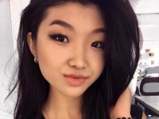 Model JillianL'in seksi profil resmi, çok ateşli bir canlı webcam yayını sizi bekliyor!