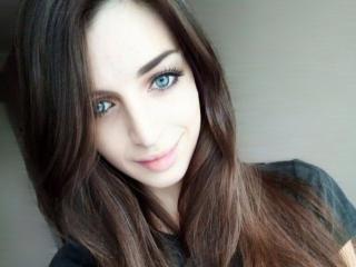 Photo de profil sexy du modèle Kropiva, pour un live show webcam très hot !