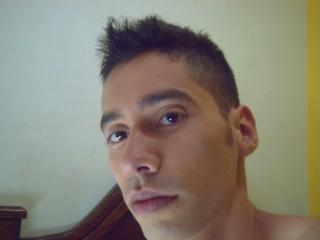 Picture of the sexy profile of Leoanjim234, for a very hot webcam live show !