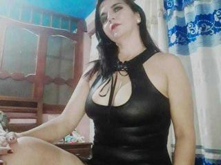 Hình ảnh đại diện sexy của người mẫu LetishaHott69 để phục vụ một show webcam trực tuyến vô cùng nóng bỏng!