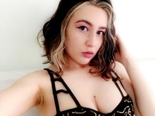 Foto de perfil sexy de la modelo MarbyBloom, ¡disfruta de un show webcam muy caliente!