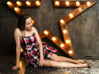 Hình ảnh đại diện sexy của người mẫu MarianeYourHeart để phục vụ một show webcam trực tuyến vô cùng nóng bỏng!