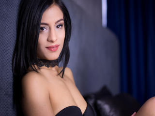Photo de profil sexy du modèle MiaMillann, pour un live show webcam très hot !