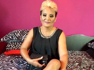 Hình ảnh đại diện sexy của người mẫu MickaelaHot để phục vụ một show webcam trực tuyến vô cùng nóng bỏng!